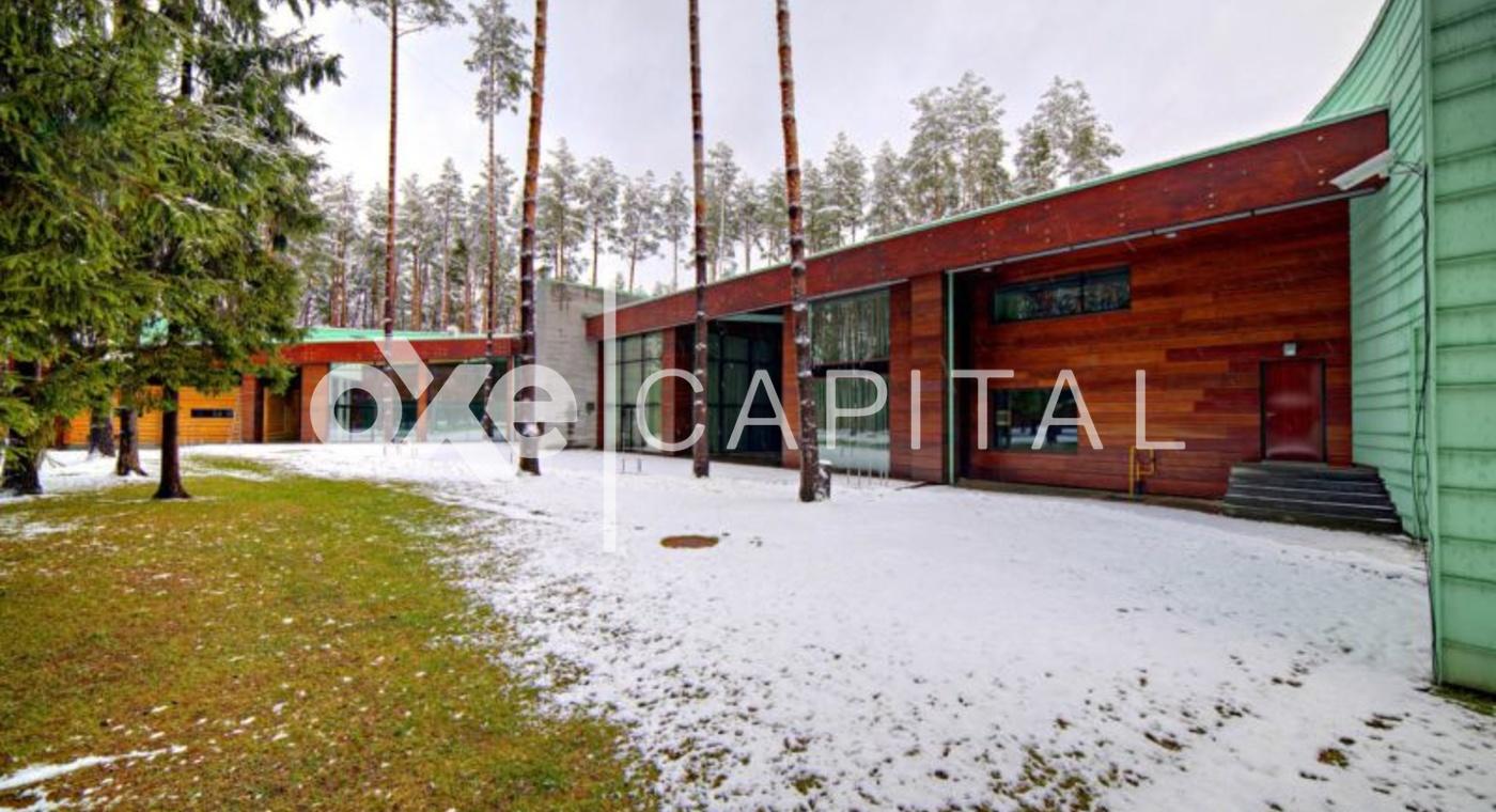 Основной дом и лесной участок